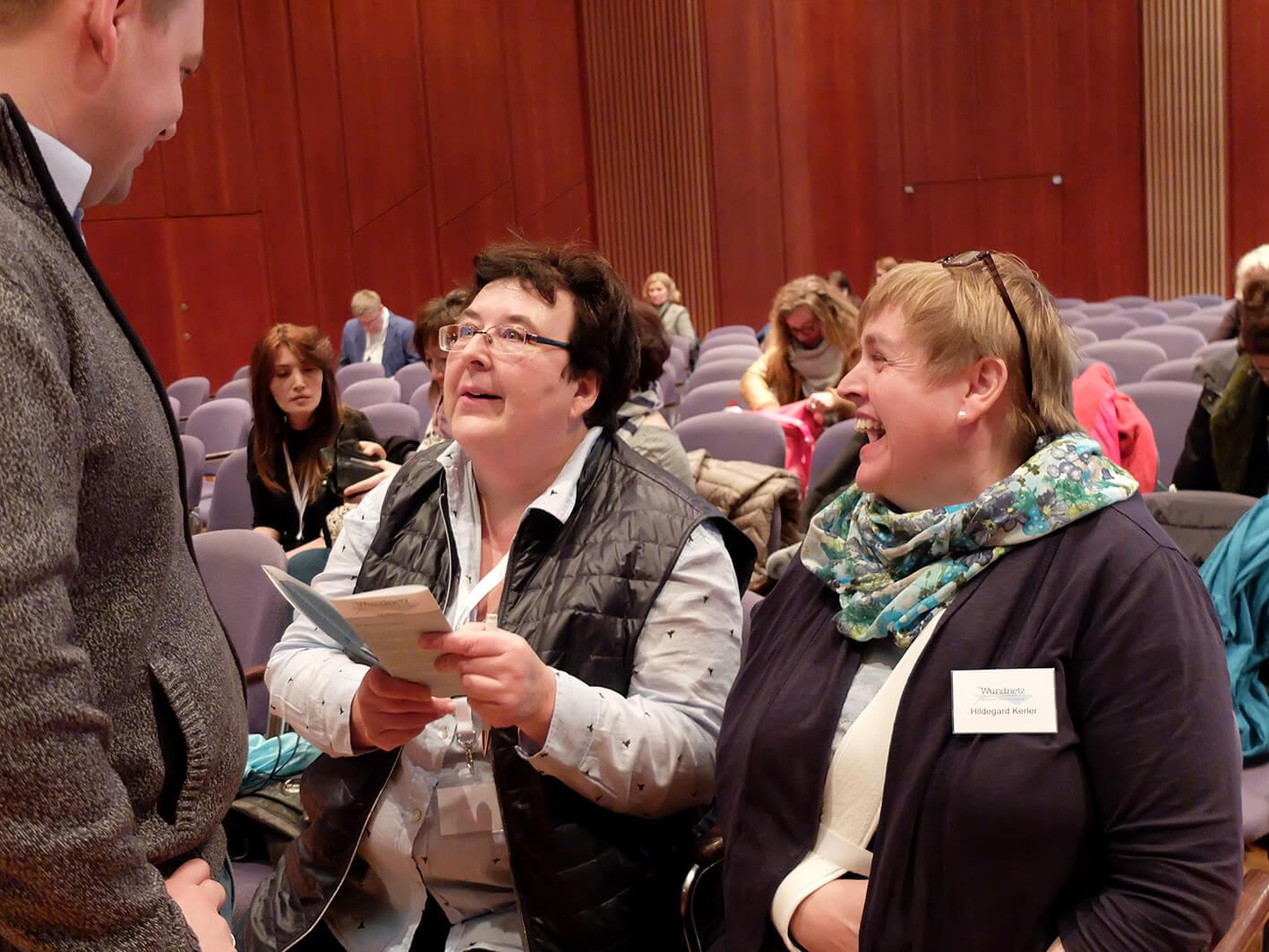 Gesprächsrunde beim Wundsymposium-zwischen Herr Urich, Frau Zurell und Frau Kerler